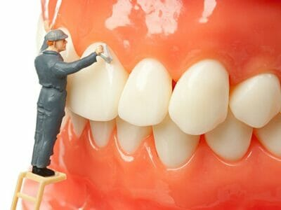 """Cleaning your """"plastic beauty"""" : Patient checklist for cleaning dental prosthesis"""
